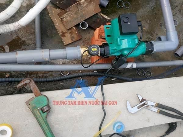 Lắp máy bơm nước tang áp