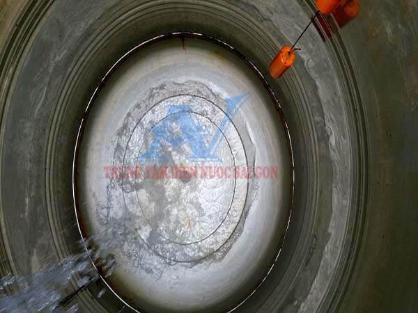 Thợ vệ sinh bồn chứa nước inox tại TPHCM