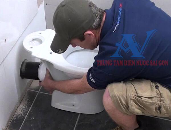 Thợ sửa thiết bị vệ sinh tại TPHCM